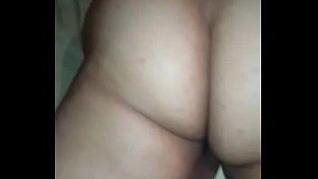 Симпатичный секс с соблазнительной брюнеткой в чулочках