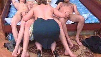 Мускулистый секс в ванной для мамы с огромный попкой и ее сына