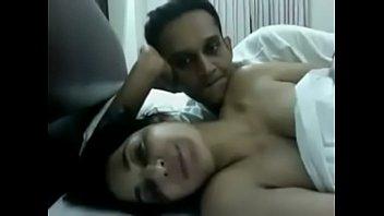 В постели молодая сучка мишель кэн способна на многое и парень ее ебет
