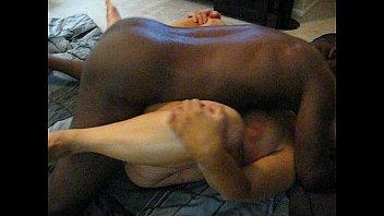 Молодка в белых нейлоновых чулках занимается отменным задницей с приятелем